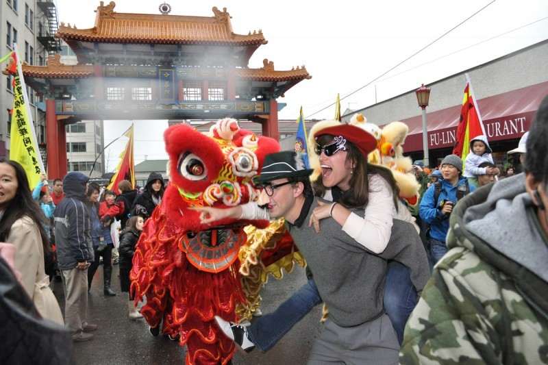 Couple explores china town and Chinese New Year parade!